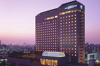 ホテルイースト21東京 外観 夕暮れ