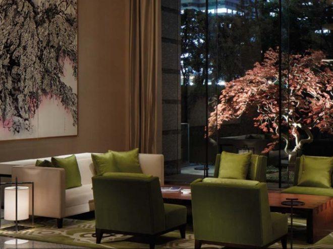 パレスホテル東京 メインロビー 夜