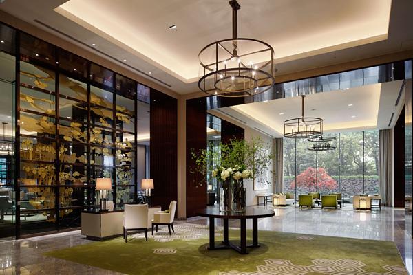 パレスホテル東京のメインロビー昼の風景