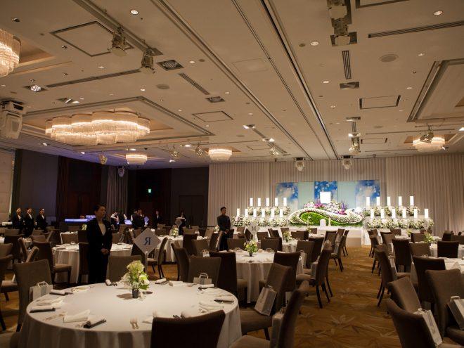パレスホテル東京 宴会場 山吹 祭壇と供花例