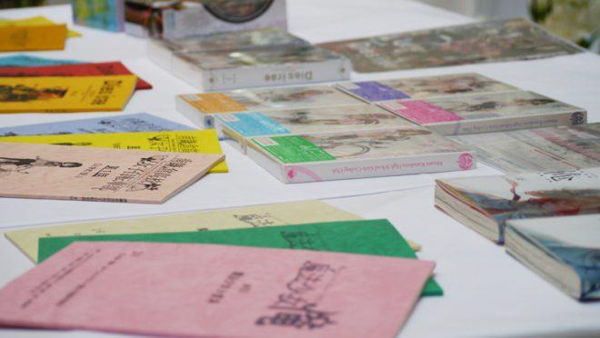 実際の台本や冊子を参会者に手に取って御覧いただきました