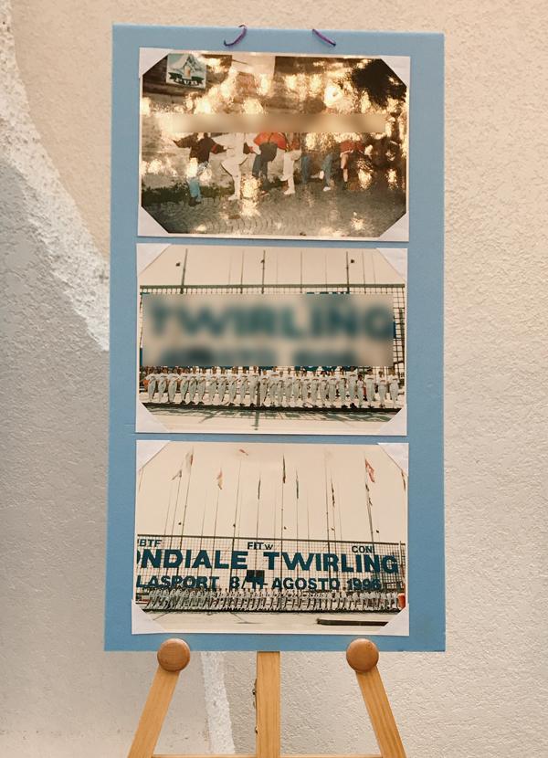 写真パネルを10枚イーゼルに並べ展示しました